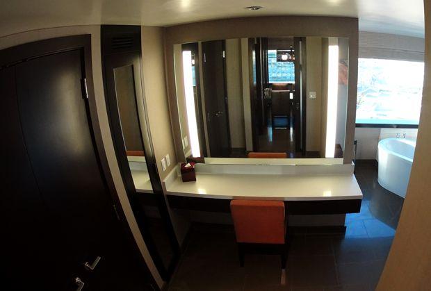 vdara corner suite vanity